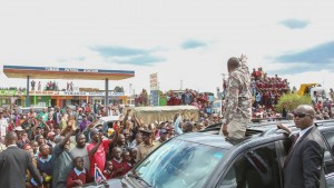 A SHOCKING video of UHURU KENYATTA in Nakuru with a lady who openly declared her love for him